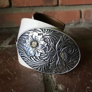 NWT Fossil Ivory Leather Belt Flower Buckle Sz M